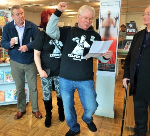 BENNY LYNCH SUPPORTERS SING MATT MCGINN SONG 103 BIRTHDAY CELEBRATIONS GORBALS LIBRARY GLASGOW 2 APRIL 2016 PHOTOGRAPH COPYRIGHT CHRISTINA MILAR