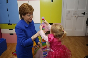 nicola-sturgeon-at-daddy-daycare-in-edinburgh-20150715-460x306
